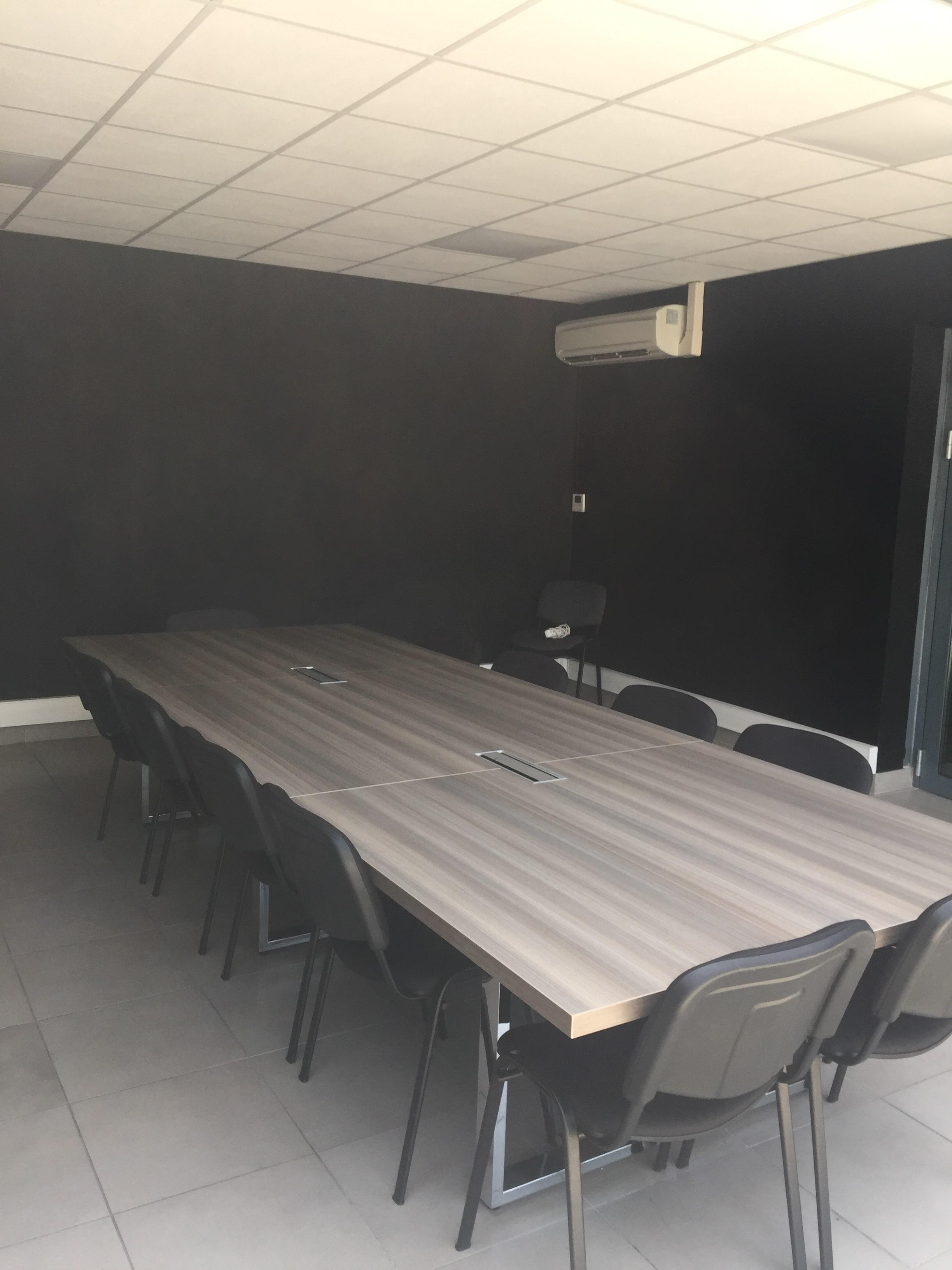 location bureaux 181 m le tholonet 13. Black Bedroom Furniture Sets. Home Design Ideas